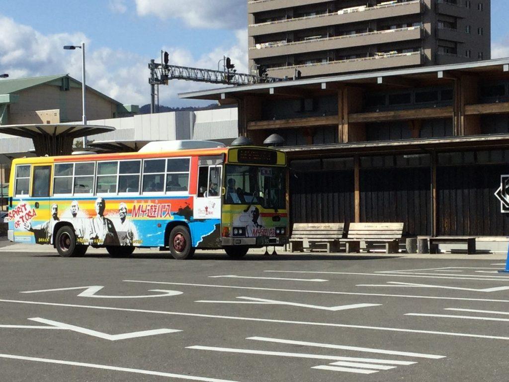 高知駅のMY遊バス停に止まるMY遊バス